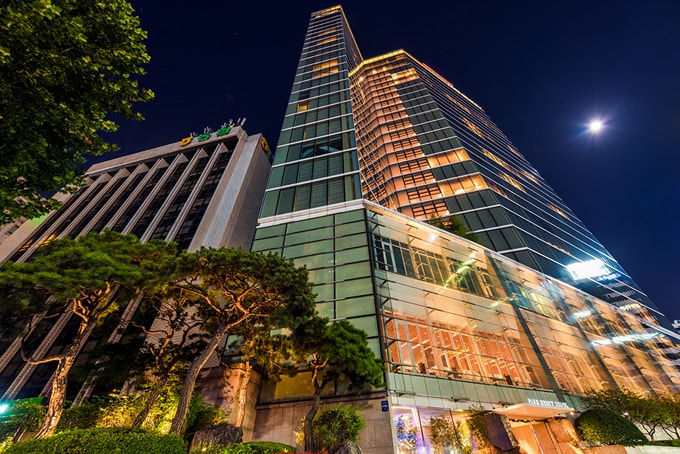 park-hyatt-seoul-full-moon-min