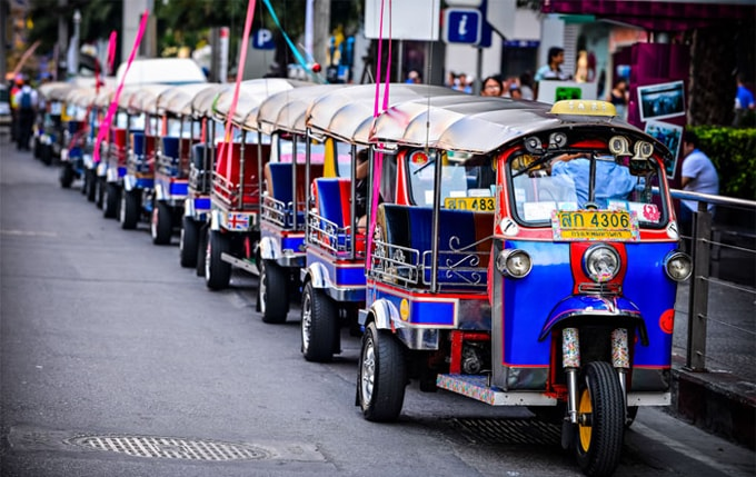 Tuk-Tuk-waiting-for-custome-min