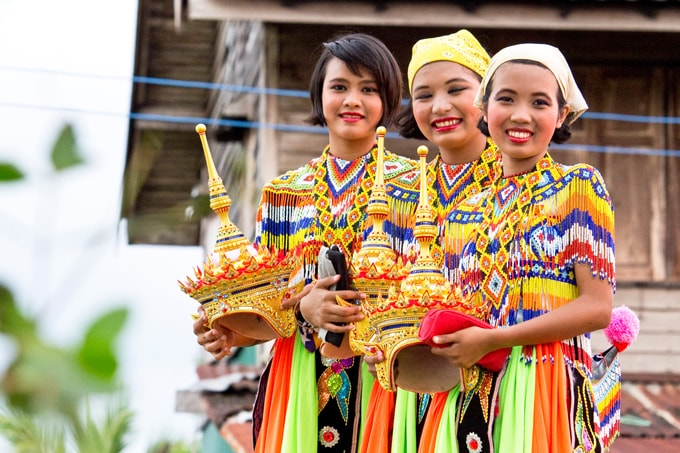 Thailand-Traditional-Dancers-min